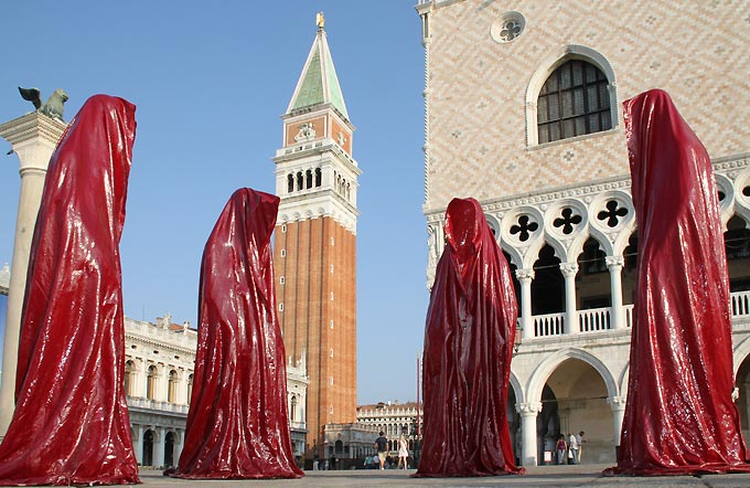 contemporary-public-art-la-biennale-arts arte show-project-venice- illuminations sculpture manfred kielnhofer-statue-