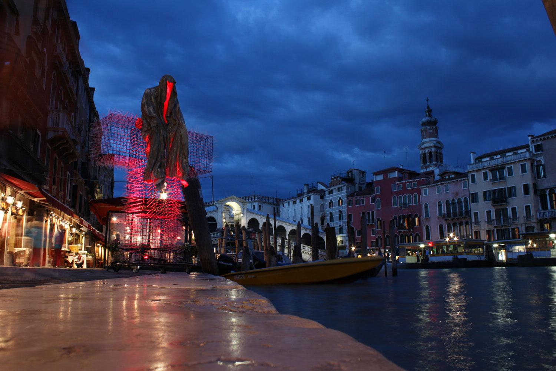 La biennale venezia italy t guardian public art sculpture for Artisti biennale venezia