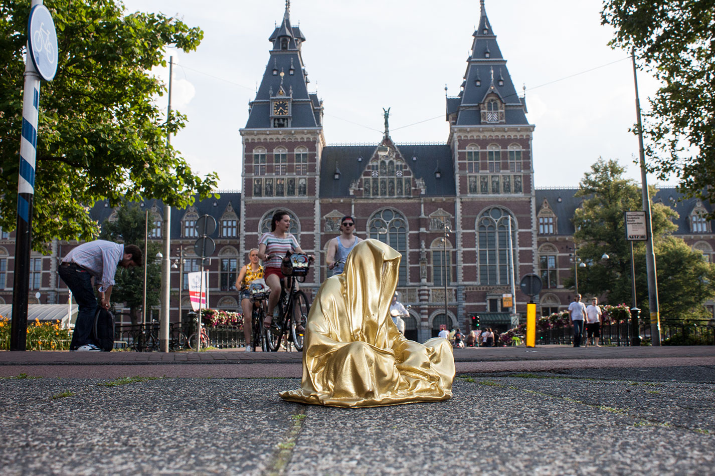 amstadam-netherlands-guardians-of-time-manfred-kielnhofer-public-modern-contemporary-art-fine-arts-sculpture-design-streat-art-2019