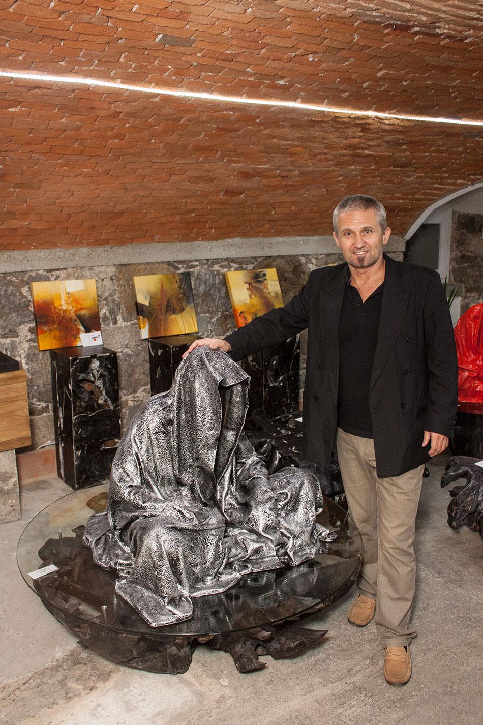 mobile-galerie-gall-toko06-linz-25er-turm-guardians-of-time-manfred-kielnhofer-contemporary-fine-art-design-sculpture-2666