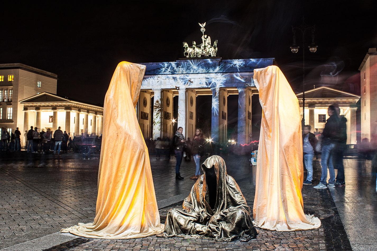 festival-of-lights-berlin-brandenburg-gate-light-art-show-exhibition-lumina-guardians-of-time-manfred-kili-kielnhofer-contemporary-arts-design-sculpture-3287