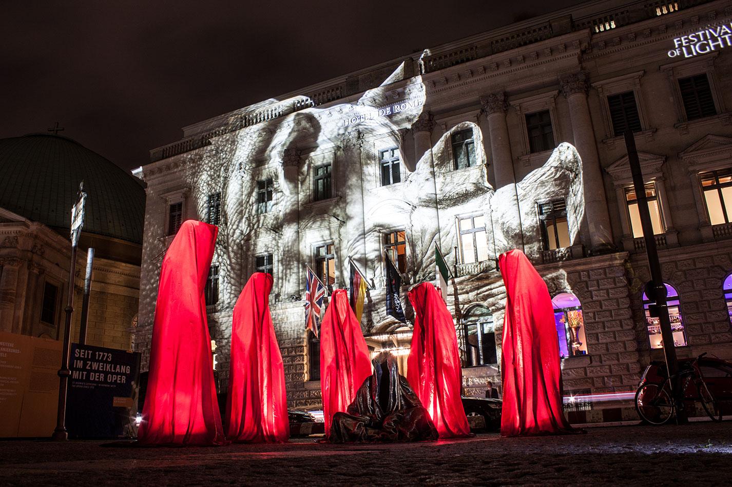 festival-of-lights-berlin-hotel-de-rome-light-art-show-exhibition-lumina-guardians-of-time-manfred-kili-kielnhofer-contemporary-arts-design-sculpture-3387