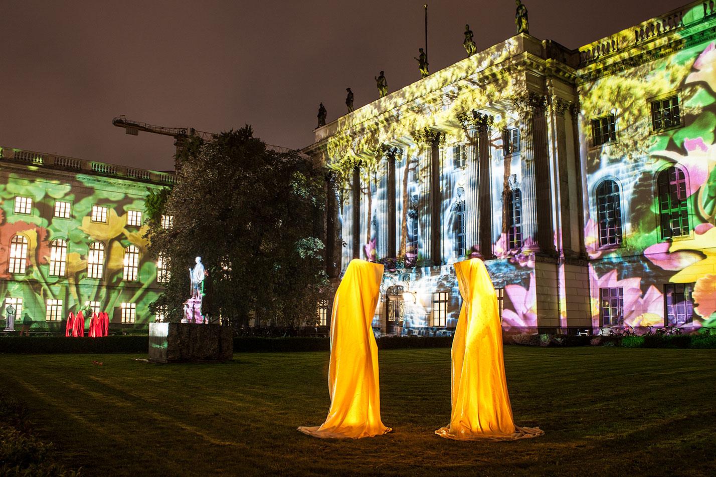 festival-of-lights-berlin-humbold-university-light-art-festival-contemporary-fine-art-design-show-guardiansof-time-manfred-kili-kielnhofer-sculpture-3576