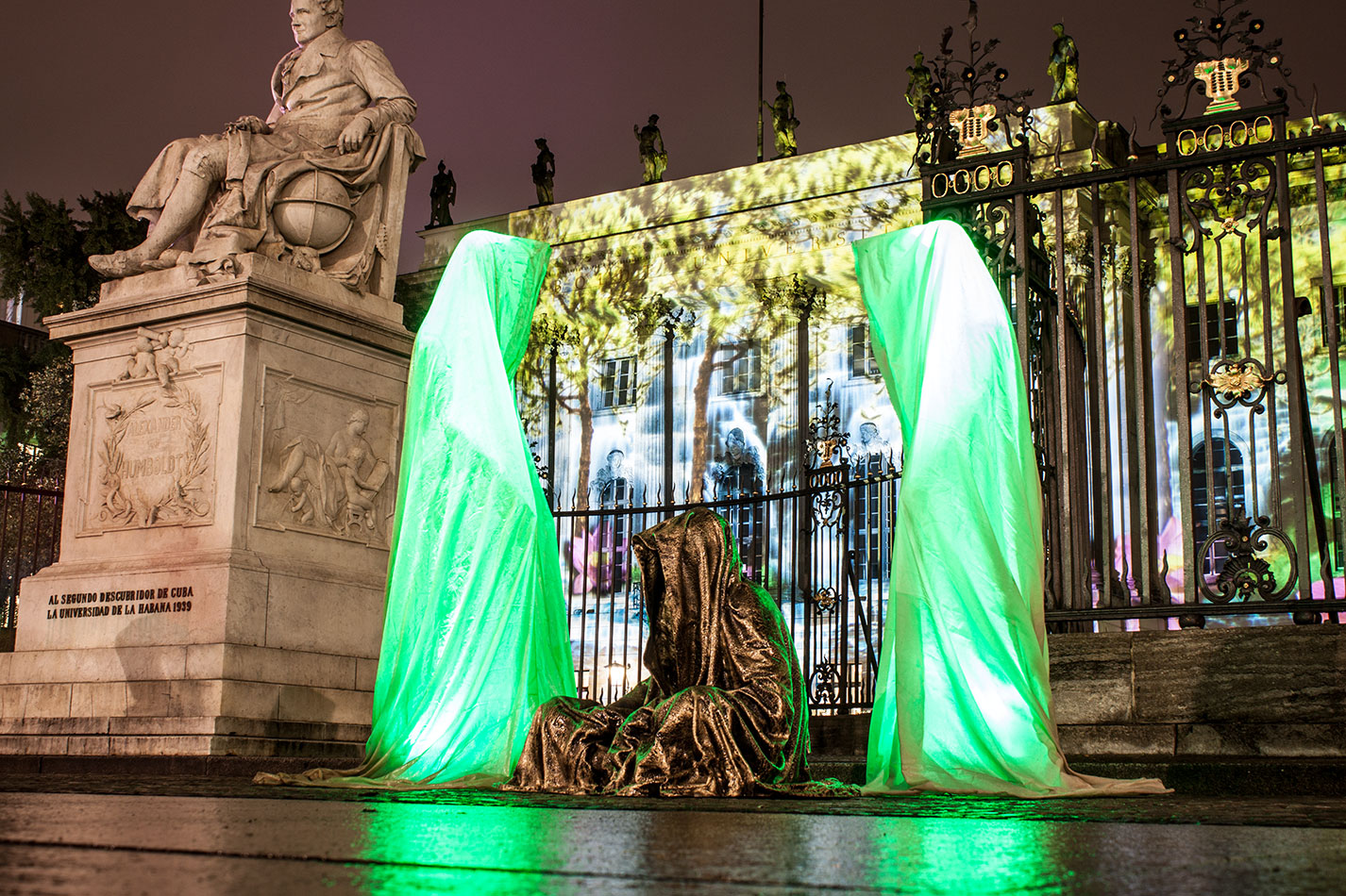 festival-of-lights-berlin-humbold-university-light-art-festival-contemporary-fine-art-design-show-guardiansof-time-manfred-kili-kielnhofer-sculpture-3609