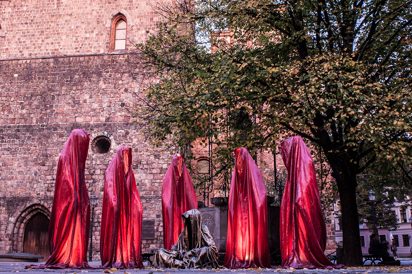 festival-of-lights-berlin-light-art-festival-contemporary-fine-art-design-show-guardiansof-time-manfred-kili-kielnhofer-sculpture-3684