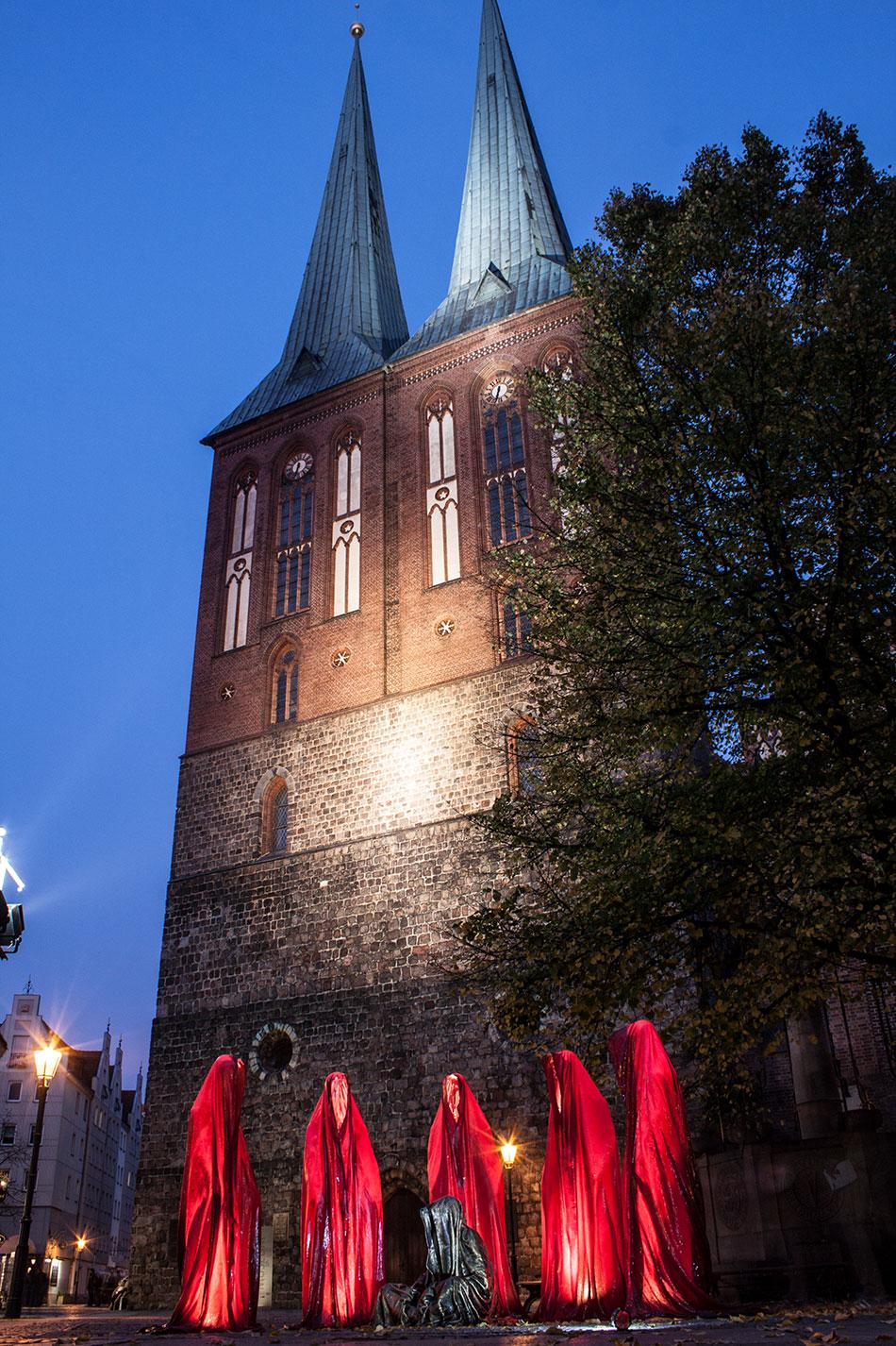 festival-of-lights-berlin-light-art-festival-contemporary-fine-art-design-show-guardiansof-time-manfred-kili-kielnhofer-sculpture-3701