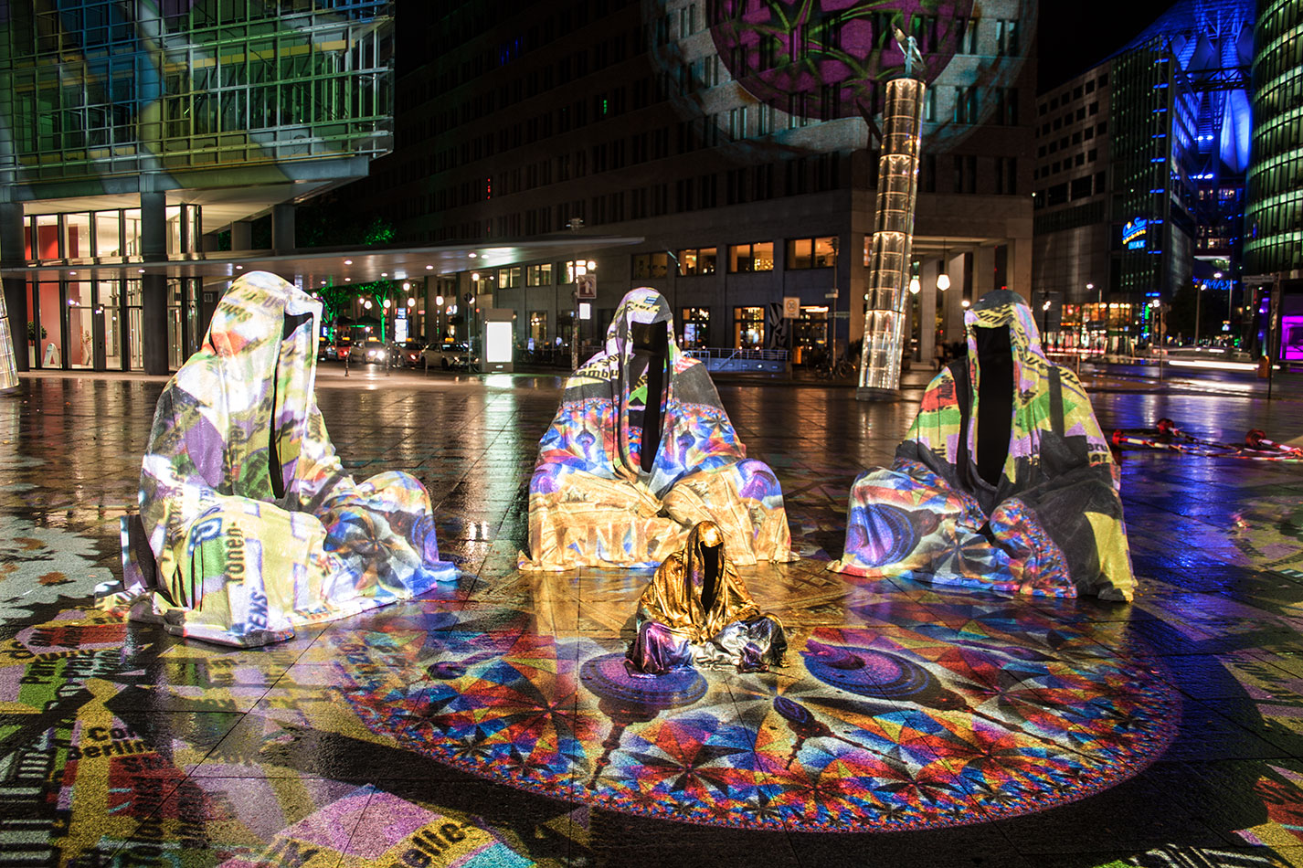festival-of-lights-berlin-light-art-festival-contemporary-fine-art-design-show-large-scale-sculpture-guardiansof-time-manfred-kili-kielnhofer-sculpture-3869