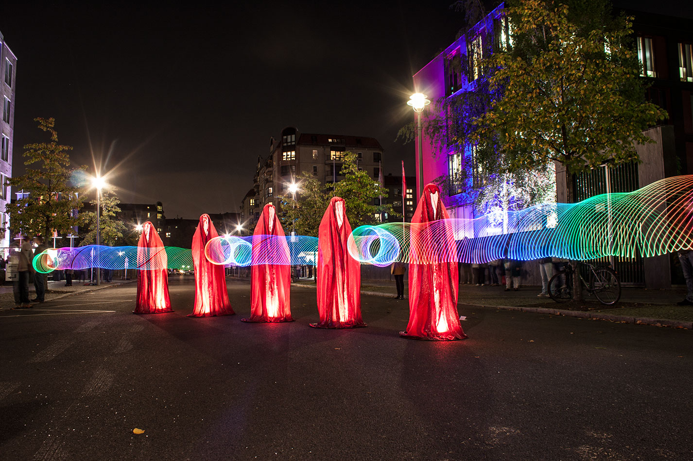 festival-of-lights-berlin-ministergaerten-light-art-festival-contemporary-fine-art-design-show-guardiansof-time-manfred-kili-kielnhofer-sculpture-3645