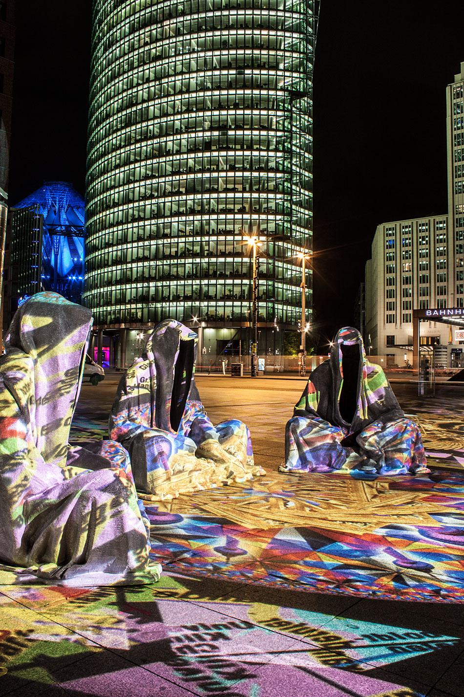 festival-of-lights-berlin-potzdamer-platz-light-art-show-exhibition-lumina-guardians-of-time-manfred-kili-kielnhofer-contemporary-arts-design-large-scale-monumental-public-sculpture-3517