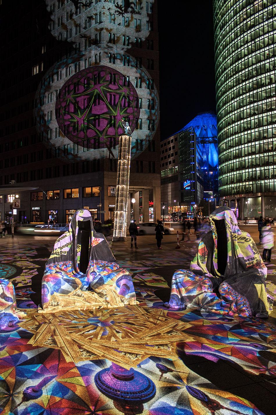 festival-of-lights-berlin-potzdamer-platz-light-art-show-exhibition-lumina-guardians-of-time-manfred-kili-kielnhofer-contemporary-arts-design-large-scale-monumental-public-sculpture-3660