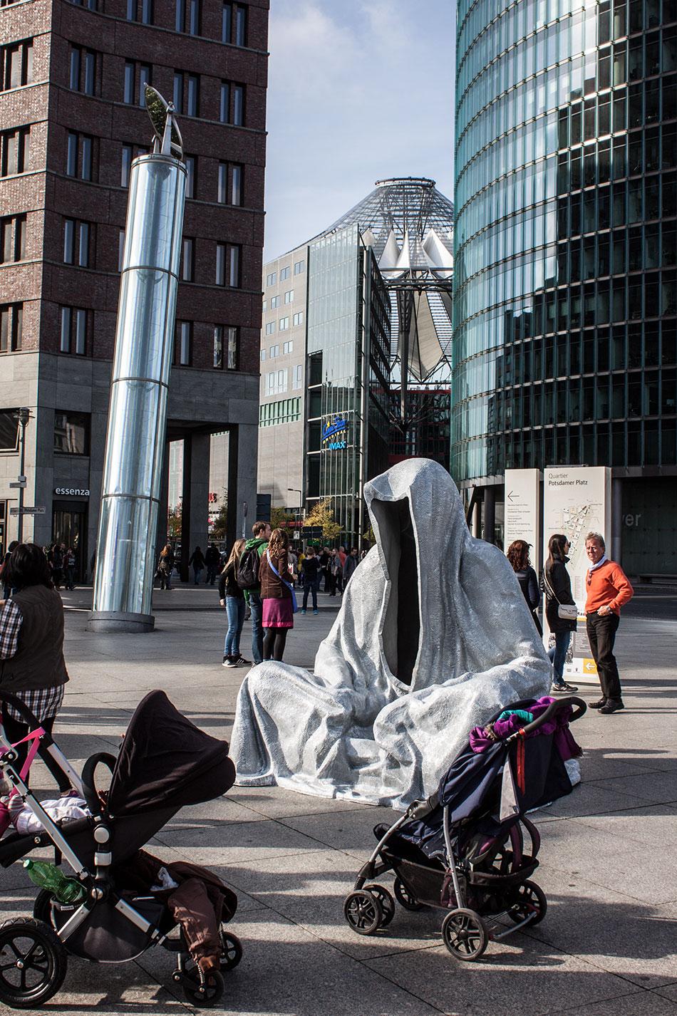 festival-of-lights-berlin-potzdamer-platz-light-art-show-exhibition-lumina-guardians-of-time-manfred-kili-kielnhofer-contemporary-arts-design-sculpture-3094