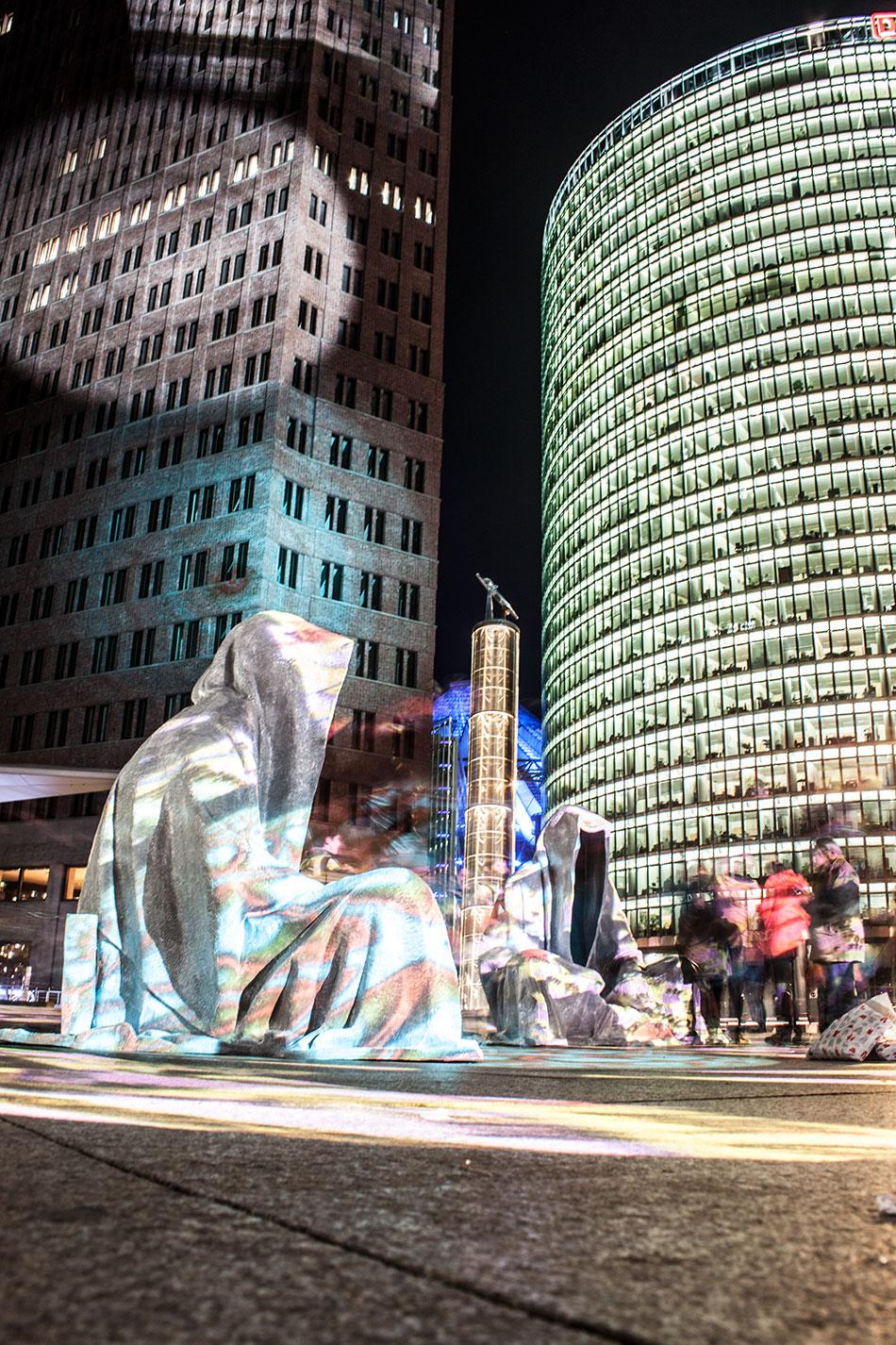 festival-of-lights-berlin-potzdamer-platz-light-art-show-exhibition-lumina-guardians-of-time-manfred-kili-kielnhofer-contemporary-arts-design-sculpture-3203