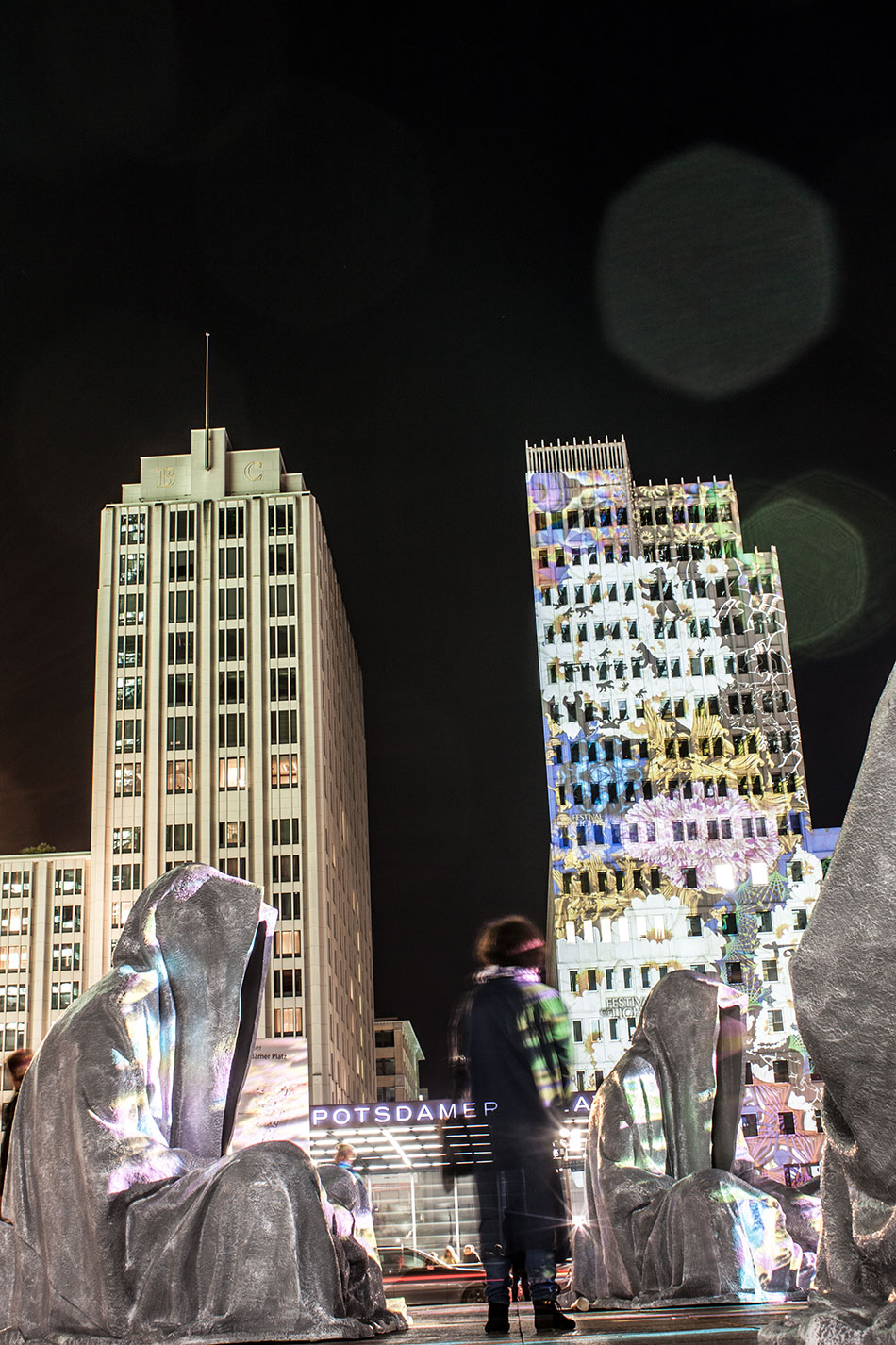 festival-of-lights-berlin-potzdamer-platz-light-art-show-exhibition-lumina-guardians-of-time-manfred-kili-kielnhofer-contemporary-arts-design-sculpture-3205