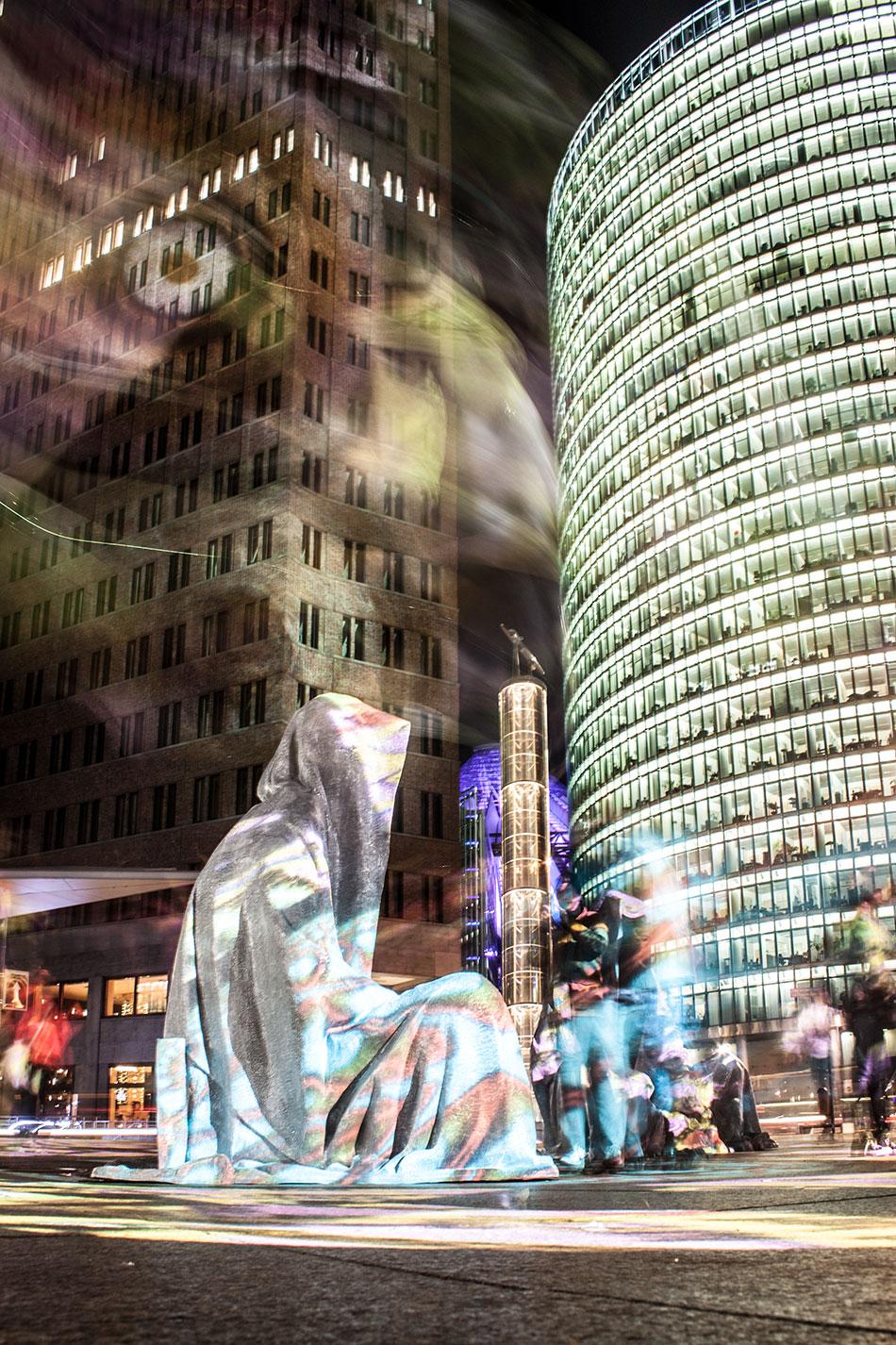 festival-of-lights-berlin-potzdamer-platz-light-art-show-exhibition-lumina-guardians-of-time-manfred-kili-kielnhofer-contemporary-arts-design-sculpture-3211