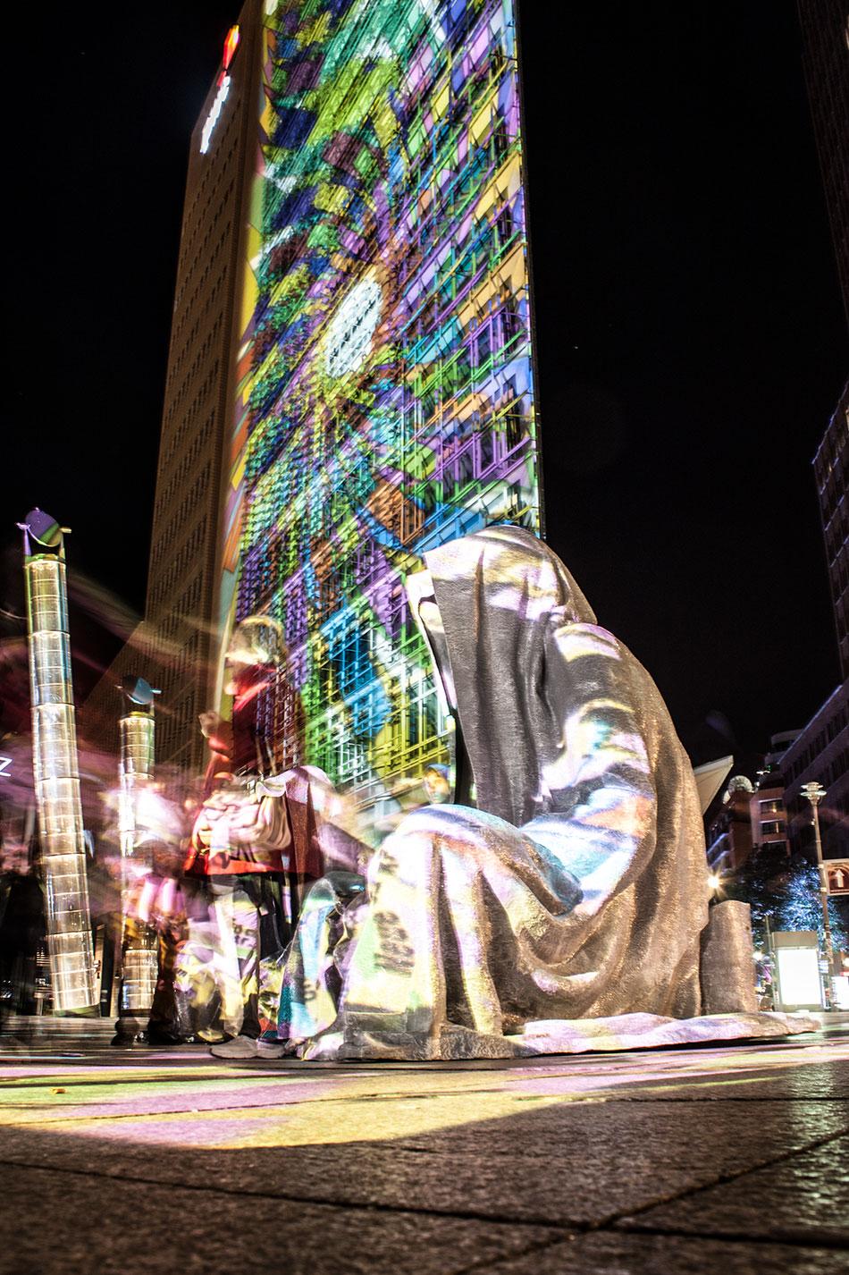 festival-of-lights-berlin-potzdamer-platz-light-art-show-exhibition-lumina-guardians-of-time-manfred-kili-kielnhofer-contemporary-arts-design-sculpture-3212