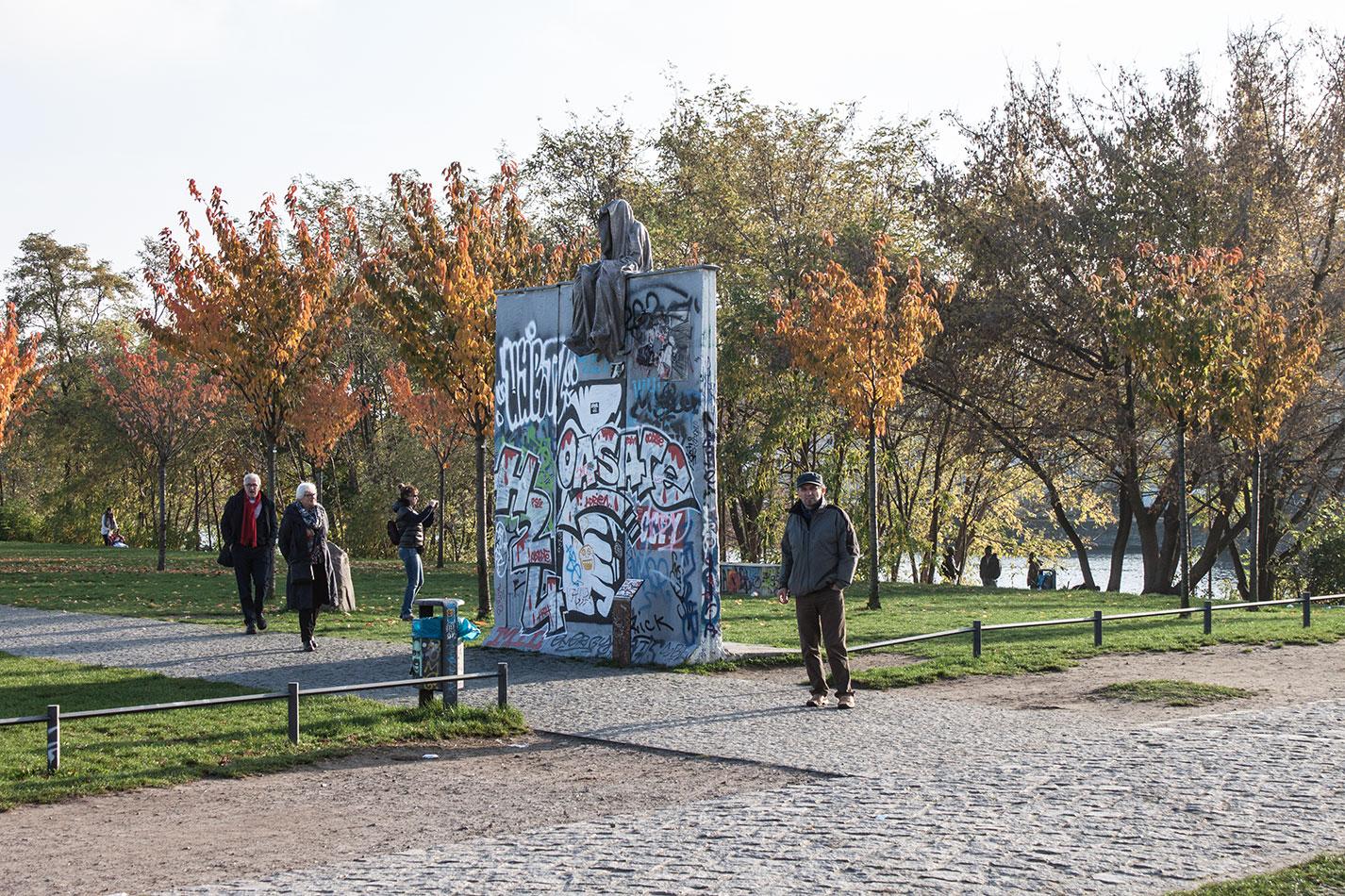25-jears-wallfall-berlin-germany-contemporary-fine-art-show-arts-design-guardians-of-time-manfred-kili-kielnhofer-4163