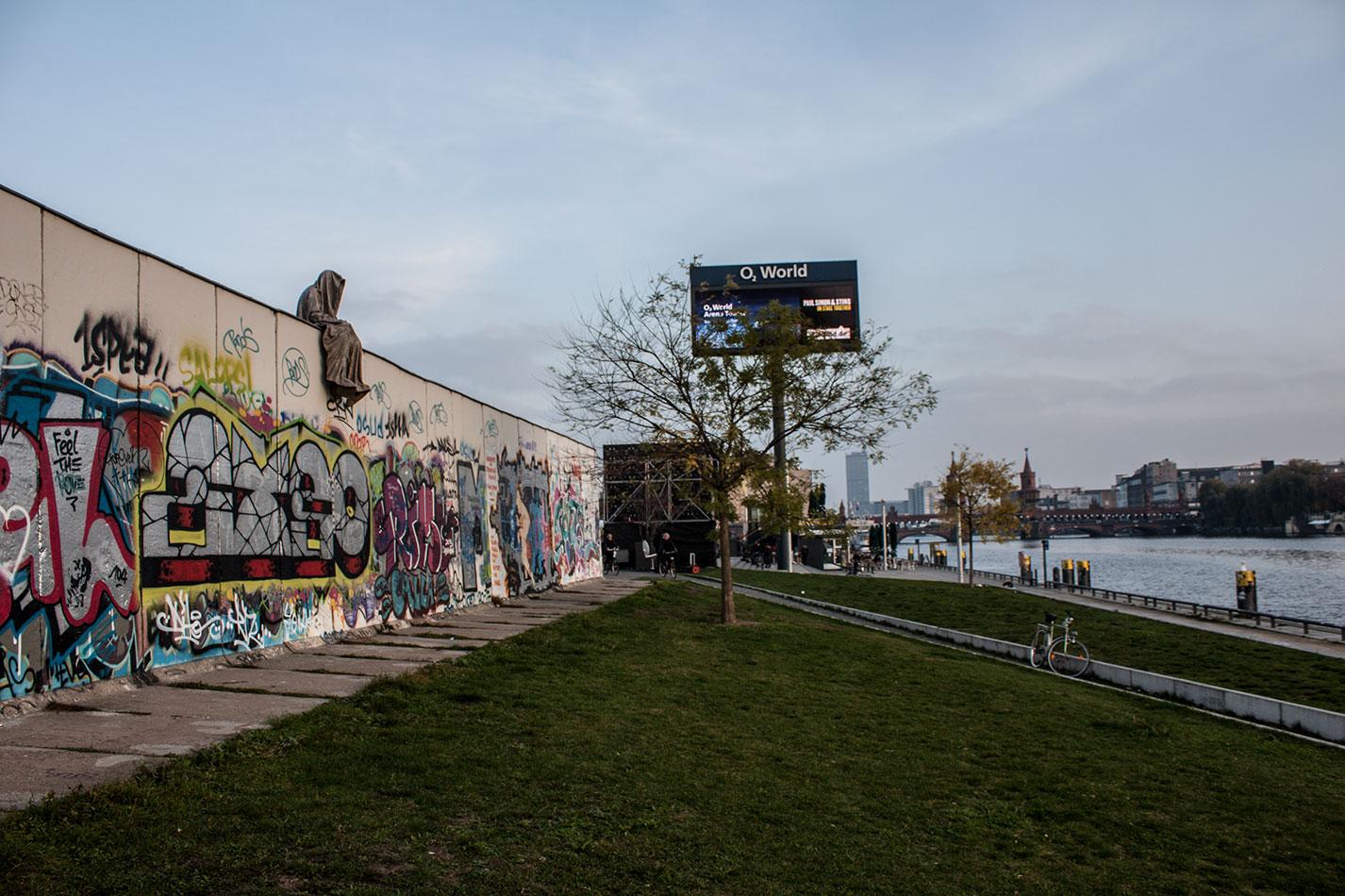 25-jears-wallfall-berlin-germany-contemporary-fine-art-show-arts-design-guardians-of-time-manfred-kili-kielnhofer-4248