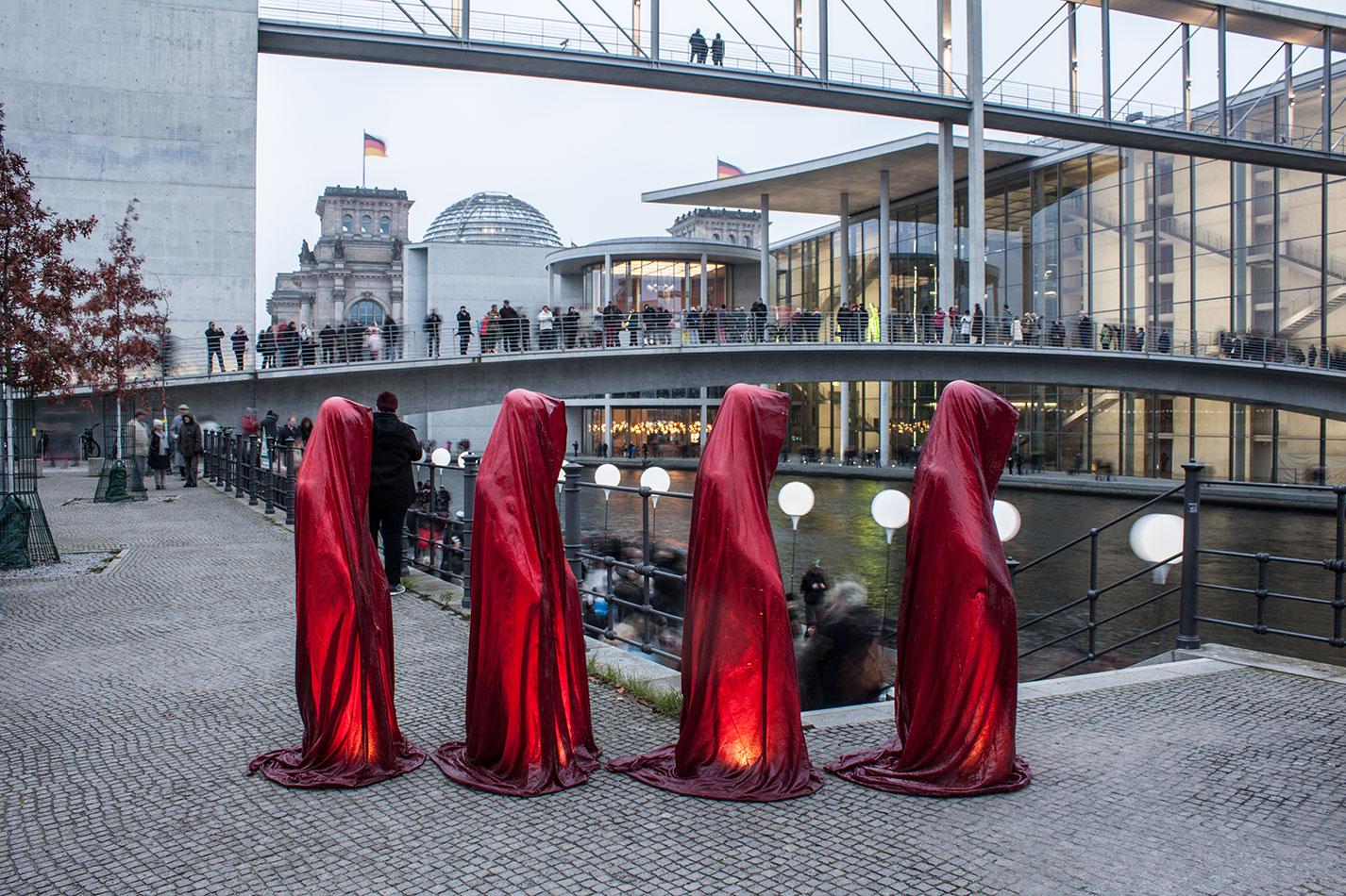 25-years-wallfall-berlin-germany-contemporary-fine-art-show-arts-design-sculpture-public-arts-arte-antique-guardians-of-time-manfred-kili-kielnhofer-4533