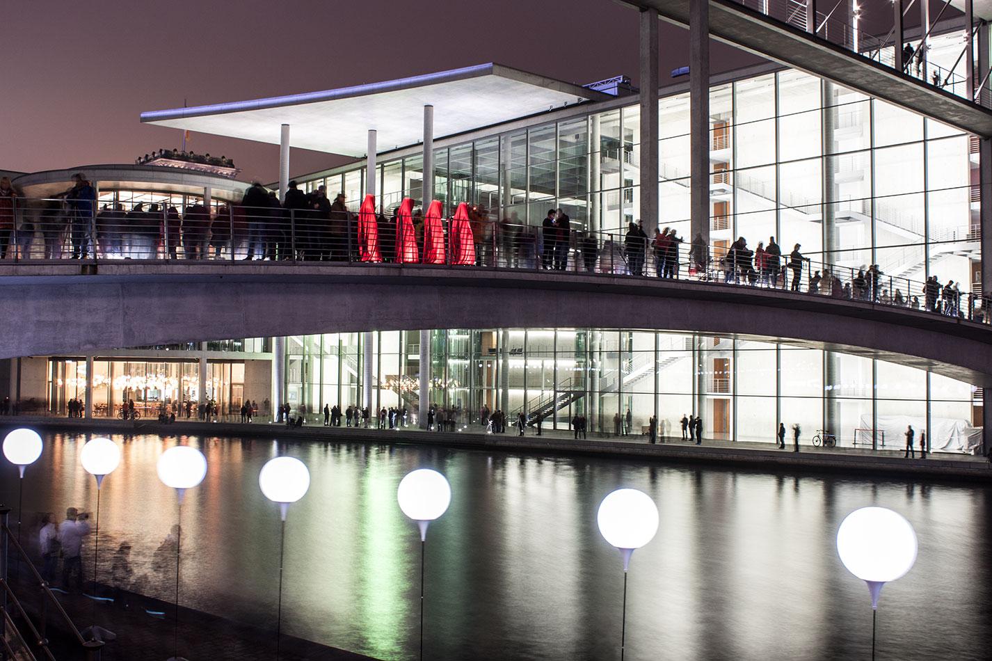 25-years-wallfall-berlin-germany-contemporary-fine-art-show-arts-design-sculpture-public-arts-arte-antique-guardians-of-time-manfred-kili-kielnhofer-4604