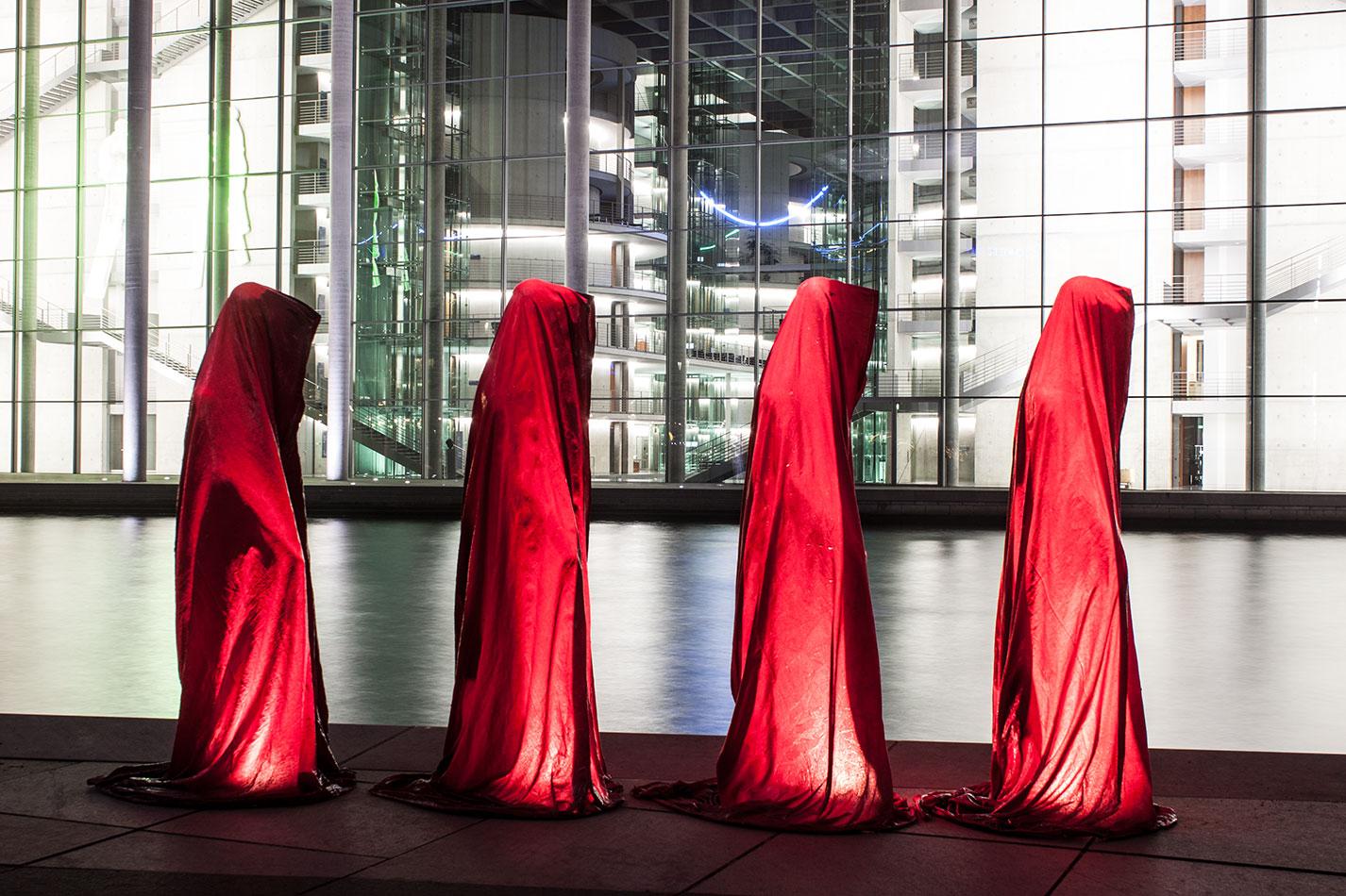 25-years-wallfall-berlin-germany-contemporary-fine-art-show-arts-design-sculpture-public-arts-arte-antique-guardians-of-time-manfred-kili-kielnhofer-4695