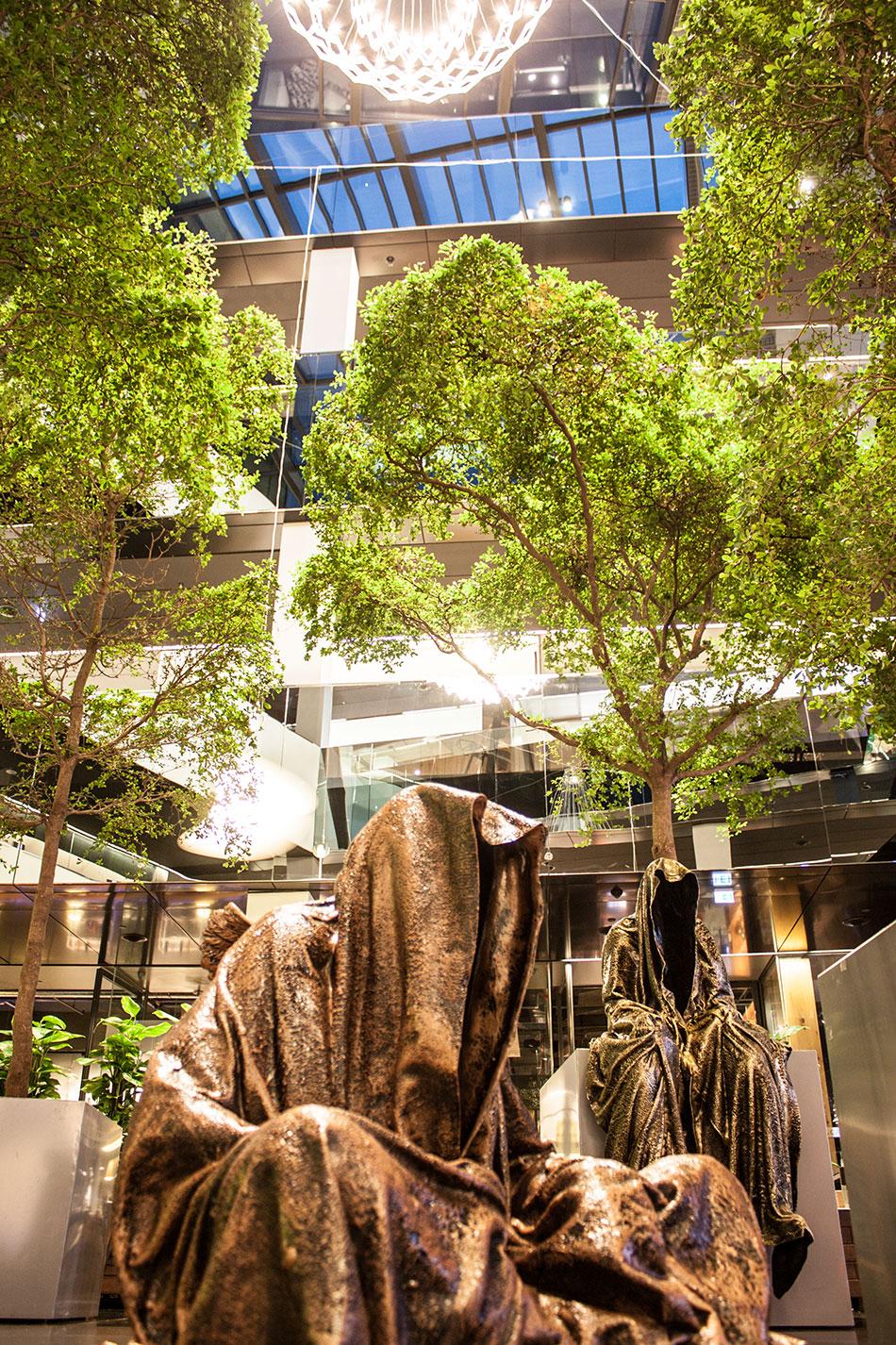 stilwerk-wien-design-tower-vienna-duekouba-designkooperation-guardians-of-time-manfred-kieli-kielnhofer-contemporary-fine-art-arts-design-installation-antique-show-4739