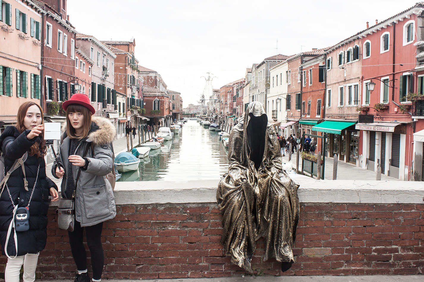 Italia-Venice-Murano-Berengo-glas-studio-glasstress-guardians-of-time-by-Manfred-Kili-Kielnhofer-contemporary-art-design-show-7155