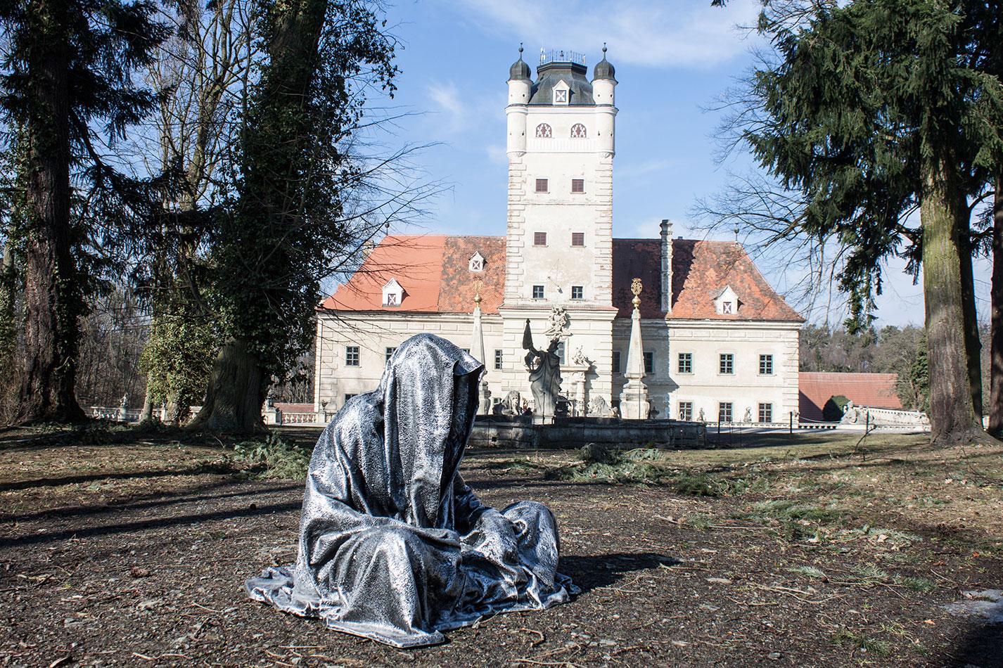 castle-schloss-greilenstein-lower-austriar-waldviertel-guardians-of-time-contemporary-art-sculpture-design-antique-manfred-kili-kielnhofer-7472