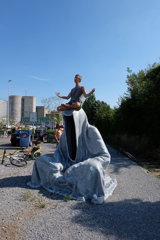artbasel-swiss-scope-art-guardians-of-time-manfred-kili-kielnhofer-large-scale-contemporary-art-design-sculpture-statue-arts-arte-4345
