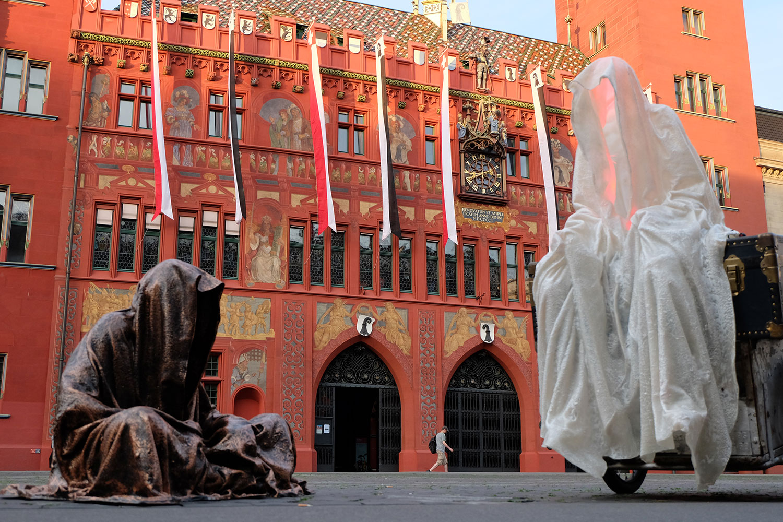 artbasel-swiss-scope-art-guardians-of-time-manfred-kili-kielnhofer-large-scale-contemporary-art-design-sculpture-statue-arts-arte-4676