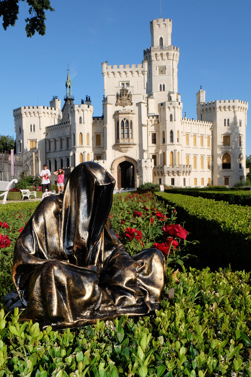 hluboka-castle--czech-republic-guardians-of-time-manfred-kili-kielnhofer-contemporary-fine-art-sculpture-statue-arts-design-modern-photography-6559