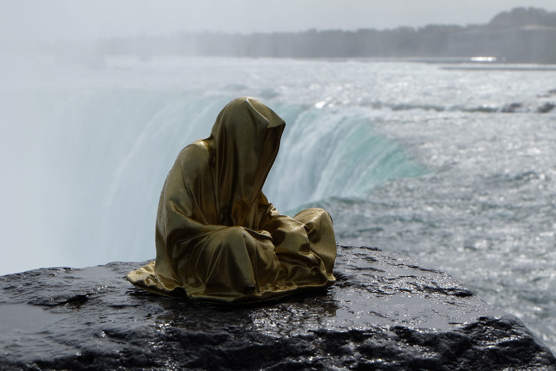 niagra-water-falls-artprize-contemporary-art-arts-design-sculpture-sculpt-guardians-of-time-keepers-manfred-kili-kielnhofer-faceless-7880