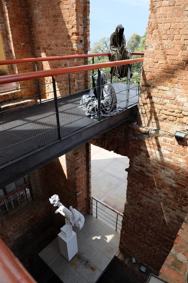 trio biannale biennial  sculpture 3d parque das ruinas rio de janeiro guardians of time sculpture art arts design manfred kili kielnhofer