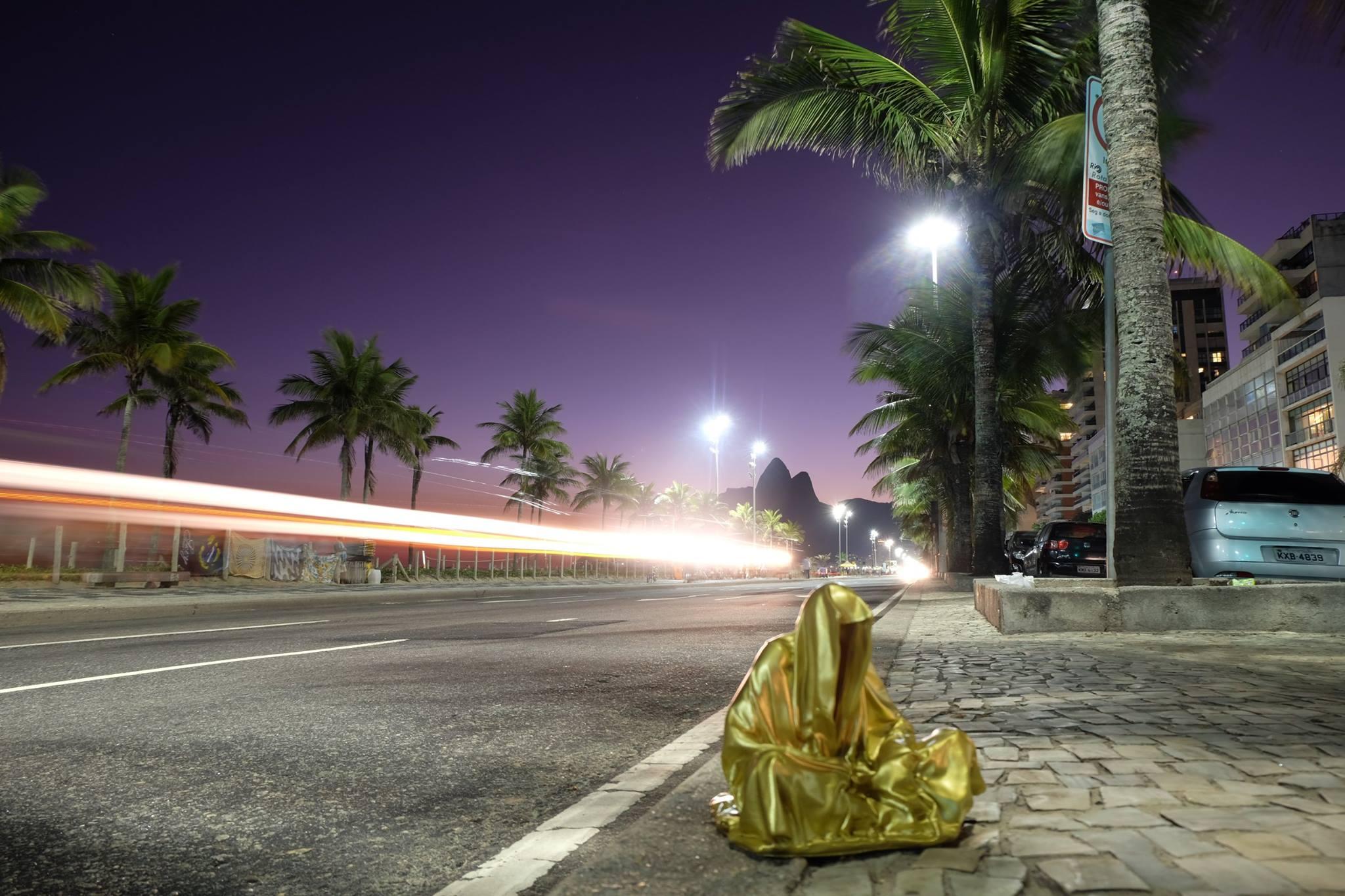 trio biennial  sculpture 3d copacabana light art rio de janeiro guardians of time sculpture art arts design manfred kili kielnhofer